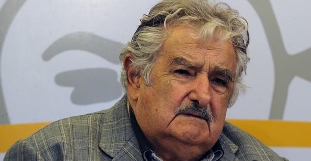 """Mujica dice que """"en la suerte de Chávez está la suerte de muchos"""""""