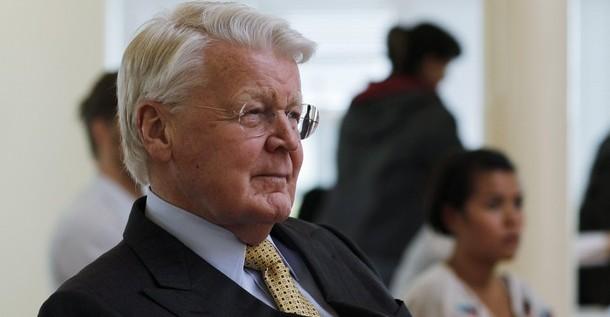 Grímsson gana elecciones presidenciales en Islandia con el 52,78 % de votos