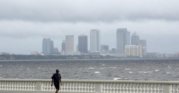 Isaac cruza el Golfo de México y avanza hacia Nueva Orleáns