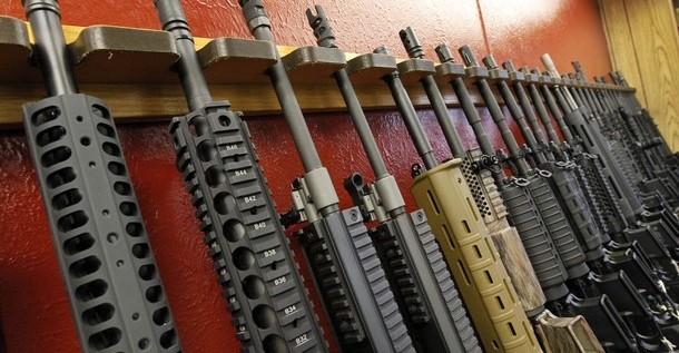 Casi la mitad de los estadounidenses apoyan leyes más estrictas sobre armas