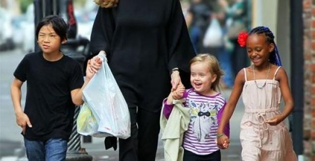 Tres hijos de Angelina Jolie y Brad Pitt se estrenan como actores
