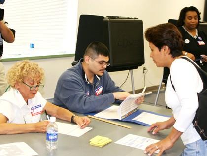 Se vuelcan votantes de EUA a las urnas ante amenaza de huracán Sandy