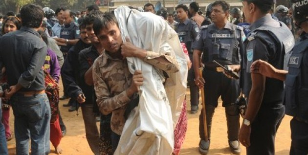 Bengalíes protestan por muerte de 112 en incendio
