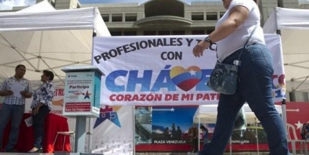 En la calle y en Twitter, venezolanos expresan apoyo a Chávez