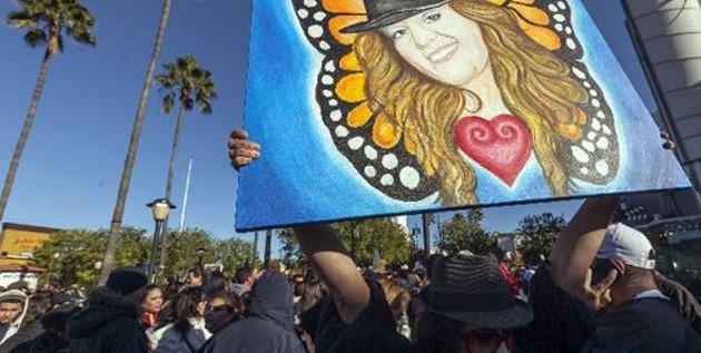 Los fans despiden a Jenni Rivera en Los Ángeles con trompetas y mariposas