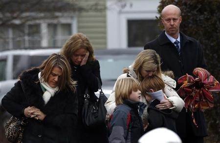Los estudiantes de Newtown vuelven a clase tras la masacre