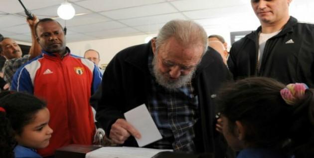 Fidel Castro acude a votar a colegio de La Habana por primera vez desde 2006