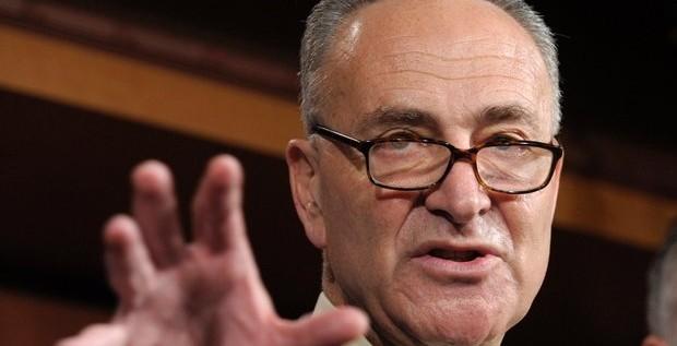 NY: Inmigrantes presionan a senador Schumer
