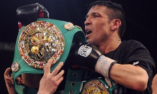 """Maravilla dijo que ganó """"con una mano rota"""" y su manager dice que no peleará hasta el año proximo"""