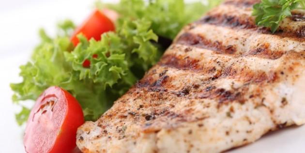 Comer pescado alarga la vida, sugiere estudio en EEUU