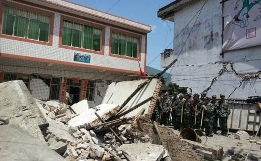 Temblor en China deja 113 muertos y 2.600 heridos