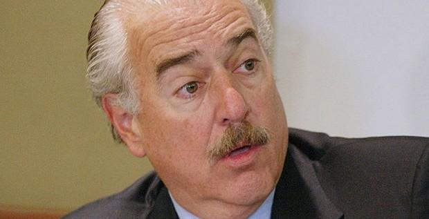 Pastrana le pide a Santos romper el silencio ante las acusaciones de Maduro a Uribe