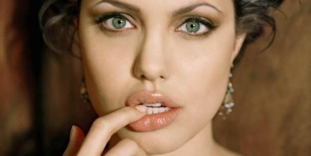 Elogios, pero también precaución, ante la confesión de mastectomía de Jolie