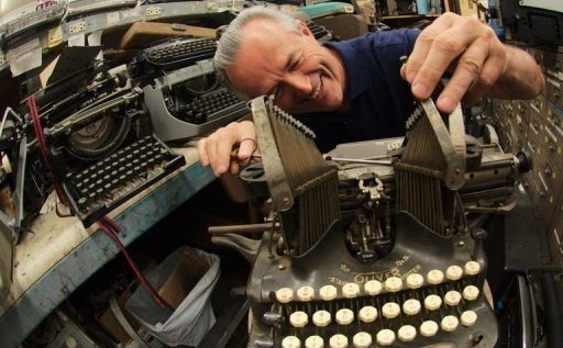 Fanáticos de las máquinas de escribir reescriben la historia, lentamente