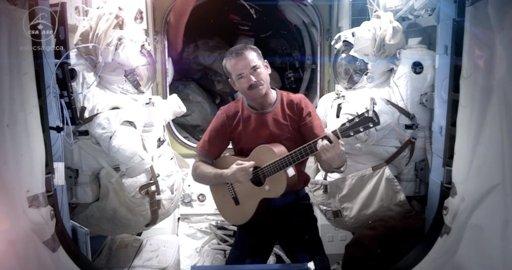 Realizan primer video musical desde del espacio