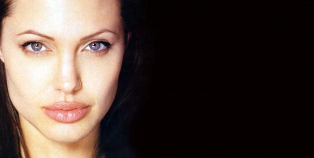 Angelina Jolie luce espectacular tras mastectomía doble