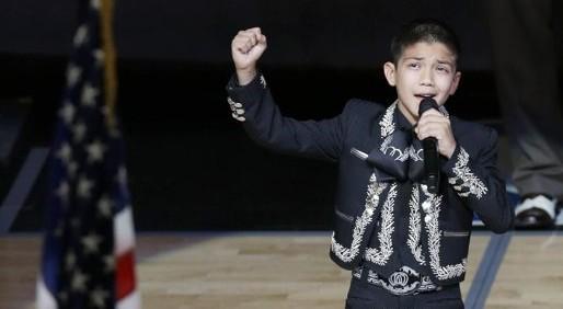 Ovacionan a mariachi de 11 años en la final de NBA