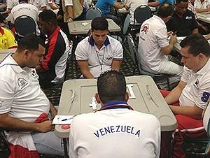 Dominicanos y venezolanos brillan en Mundial de dominó