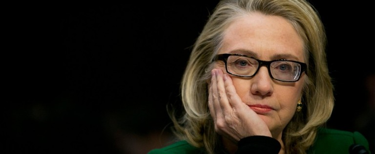 "Hillary Clinton dice estar ""pensando"" en aspirar a la presidencia en 2016"