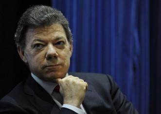 """Santos califica de """"irracional"""" acusación de Uribe sobre proceso de paz"""