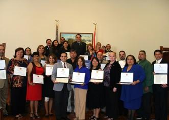 Congresista reconoce a líderes latinos