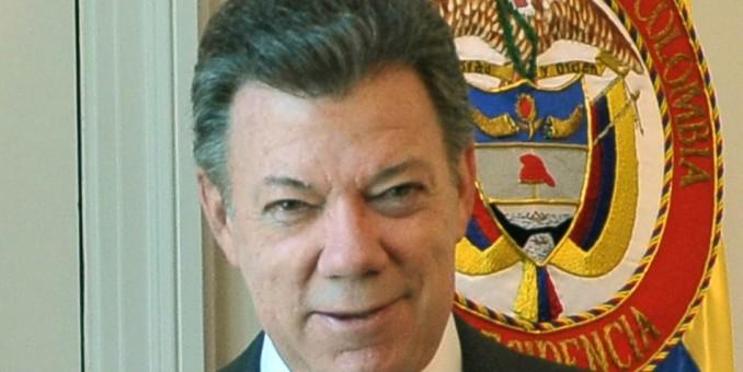 "Santos advierte a guerrillas que ataques a población civil son ""inaceptables"""