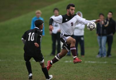 """El brasileño Raphael Araujo """"la rompe"""" en el soccer NCAA división III"""