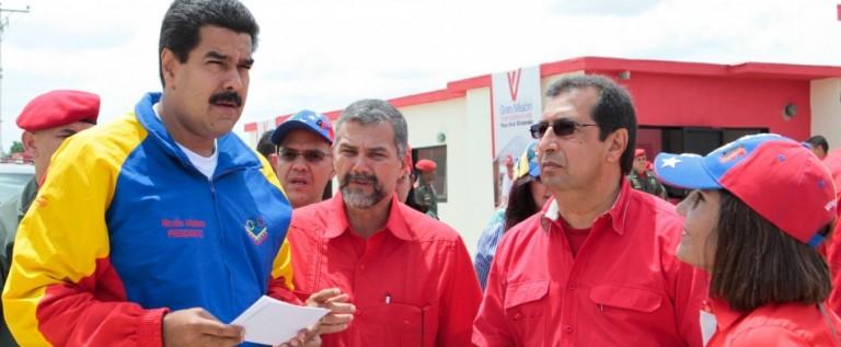 Maduro regulará por decreto precios de compra-venta de vehículos en Venezuela