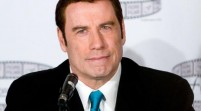 John Travolta sorprende en Florida con donación para centro de artes
