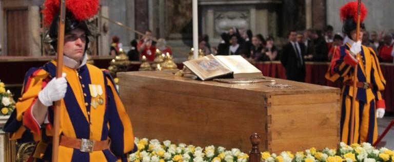 Mexicanos festejan canonización de Juan Pablo II