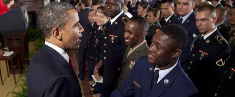 Obama agradece a militares que mantengan país a salvo en Día Independencia