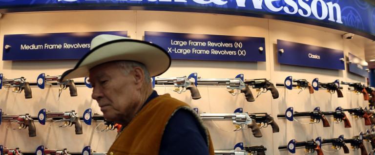 Smith & Wesson pagará 2 mdd por corrupción