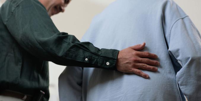 Enseñan a ancianos a prevenir caídas