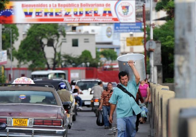 Venezuela se hunde a la par del precio del petróleo