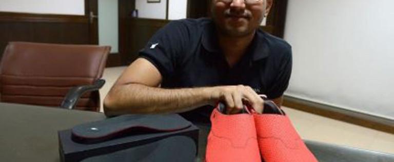 Inventan unos zapatos que te marcan el camino
