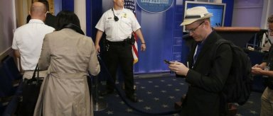 Evacuan parte de Casa Blanca por intruso