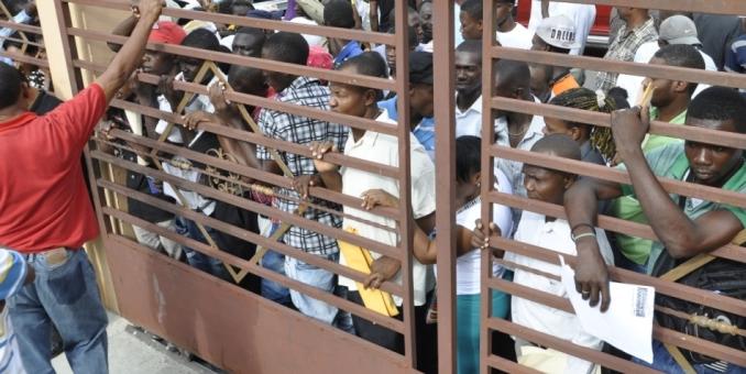 Haitianos marchan en demanda de pasaportes