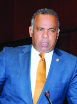Congresista Dominicano Nova Paulino encabeza graduación  Quisqueya aprende Contigo