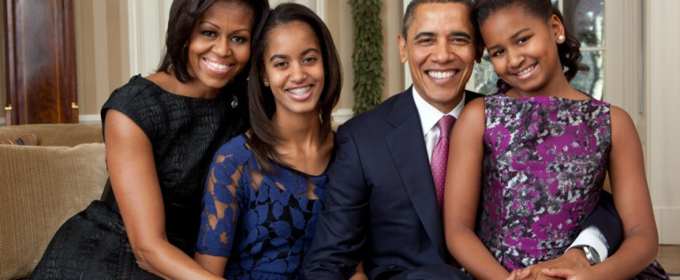 Los Obama salen juntos en su 22do aniversario