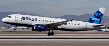 Aerolíneas suben precios en vuelos internos