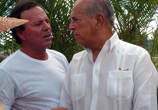 """Julio Iglesias se despide de su """"amigo del alma"""" Óscar de la Renta"""