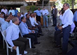 Presidente Dominicano a productores: aprovechen esta oportunidad y hagan buen uso del dinero