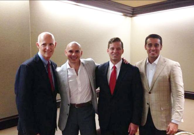 Pitbull se reúne con gobernador de Florida y candidato a reelección en Miami