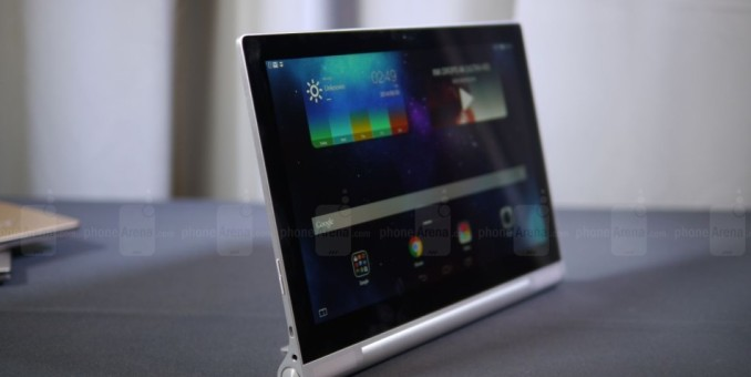 Lenovo anunció una tableta con proyector incorporado y renovó su línea Yoga