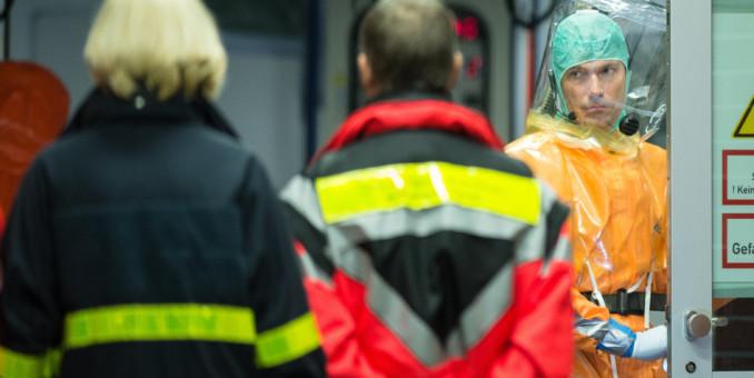 EEUU refuerza controles de ébola en aeropuertos