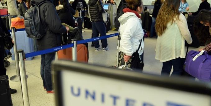 EE.UU. ampliará los controles contra el ébola en los aeropuertos