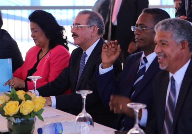 Presidente Medina Sanchez inaugaura el Mercado El Almirante