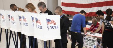 Ventiladores, sillas vacías y marihuana marcan la campaña electoral en EE.UU