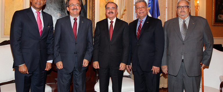 Presidente Danilo Medina recibe en su despacho director del Instituto Lula, de Brasil