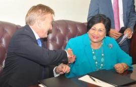 """Embajada EE.UU. y el MESCyT firman acuerdo  de estudio  """"Fullbright 2015-2017"""""""